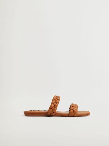 סנדלים עם רצועות קלועות של MANGO