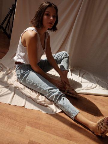 ג'ינס בשטיפה בהירה Rose של YANGA
