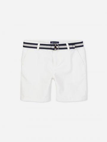 מכנסי צ'ינו קצרים עם חגורה / בנים של THE CHILDREN'S PLACE
