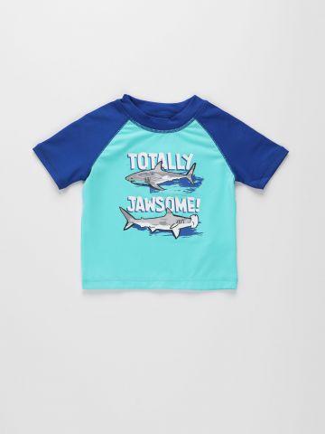 חולצת גלישה עם הדפס כרישים / 9M-4Y של THE CHILDREN'S PLACE