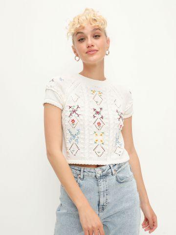 חולצת סריג בשילוב רקמת פרחים של YANGA