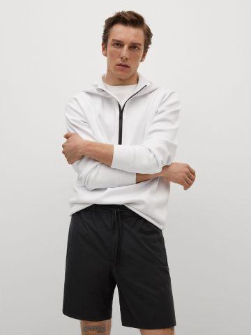 מכנסי ברמודה קצרים עם גומי במותן של MANGO