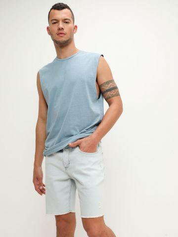 ג'ינס קצר עם קצוות פרומים של BILLABONG
