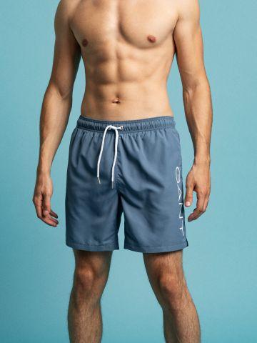 מכנסי בגד ים עם לוגו של GANT