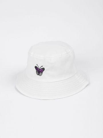כובע באקט רקמה פרפר של QUESTION MARK