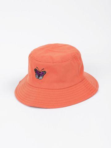 כובע באקט עם רקמת פרפר / נערות של QUESTION MARK