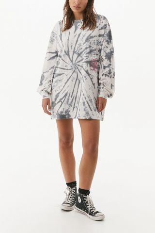 שמלה בסגנון טי שירט בהדפס טאי דאי של URBAN OUTFITTERS