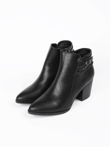 מגפיים בשילוב ניטים / נשים של YANGA