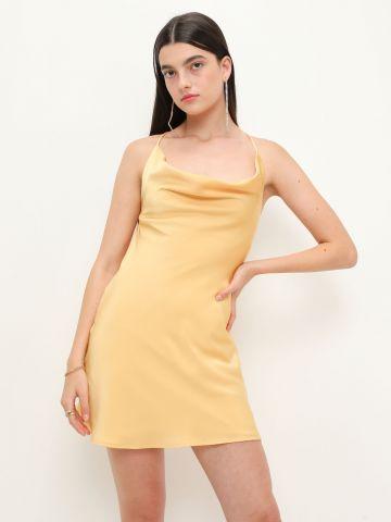 שמלת מיני סאטן עם צווארון נשפך של YANGA
