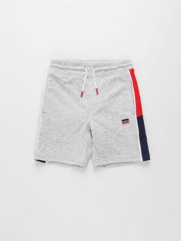 מכנסי טרנינג קצרים עם סטריפים / בנים של LEVIS