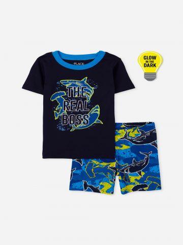 סט פיג'מה בהדפס כרישים / בנים של THE CHILDREN'S PLACE