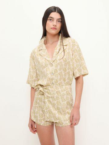 מכנסיים קצרים בסגנון מעטפת בהדפס עלים של YANGA