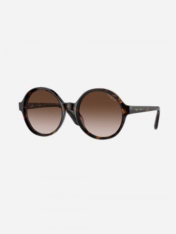 משקפי שמש עגולים בהדפס חברבורות X MBB של vogue eyewear