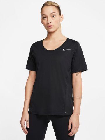 חולצת אימון עם הדפס לוגו של NIKE