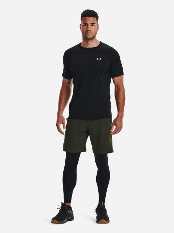מכנסיים קצרים עם לוגו של UNDER ARMOUR