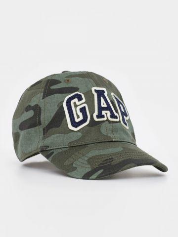 כובע מצחייה קפומלאז' עם לוגו / בנים של GAP