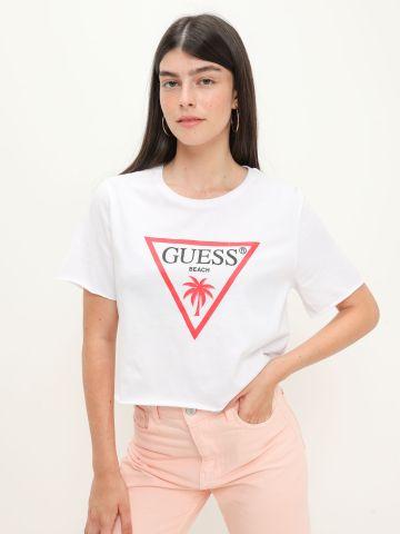 טי שירט עם הדפס לוגו של GUESS