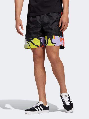 מכנסיים קצרים עם הדפס מולטי קולור ולוגו / גברים ADIDAS PRIDE של ADIDAS Originals