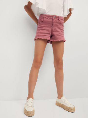 ג'ינס קצר בסיומת פרומה של MANGO