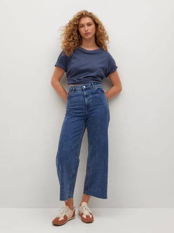 ג'ינס מתרחב עם סיומת גזורה של MANGO