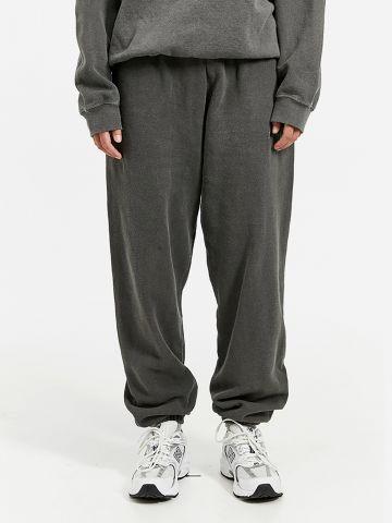 מכנסי טרנינג מלאנז' של URBAN OUTFITTERS