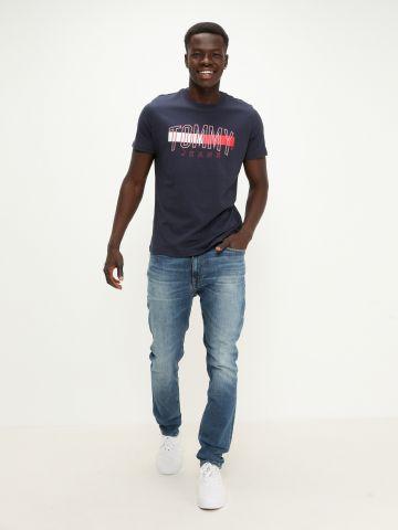 ג'ינס סקיני בשילוב שפשופים של TOMMY HILFIGER