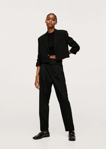 מכנסיים ארוכים עם חגורה של MANGO