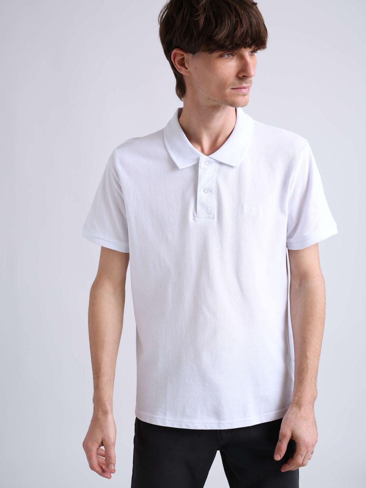 חולצת פולו קלאסית חלקהחולצת פולו קלאסית חלקה של FOX