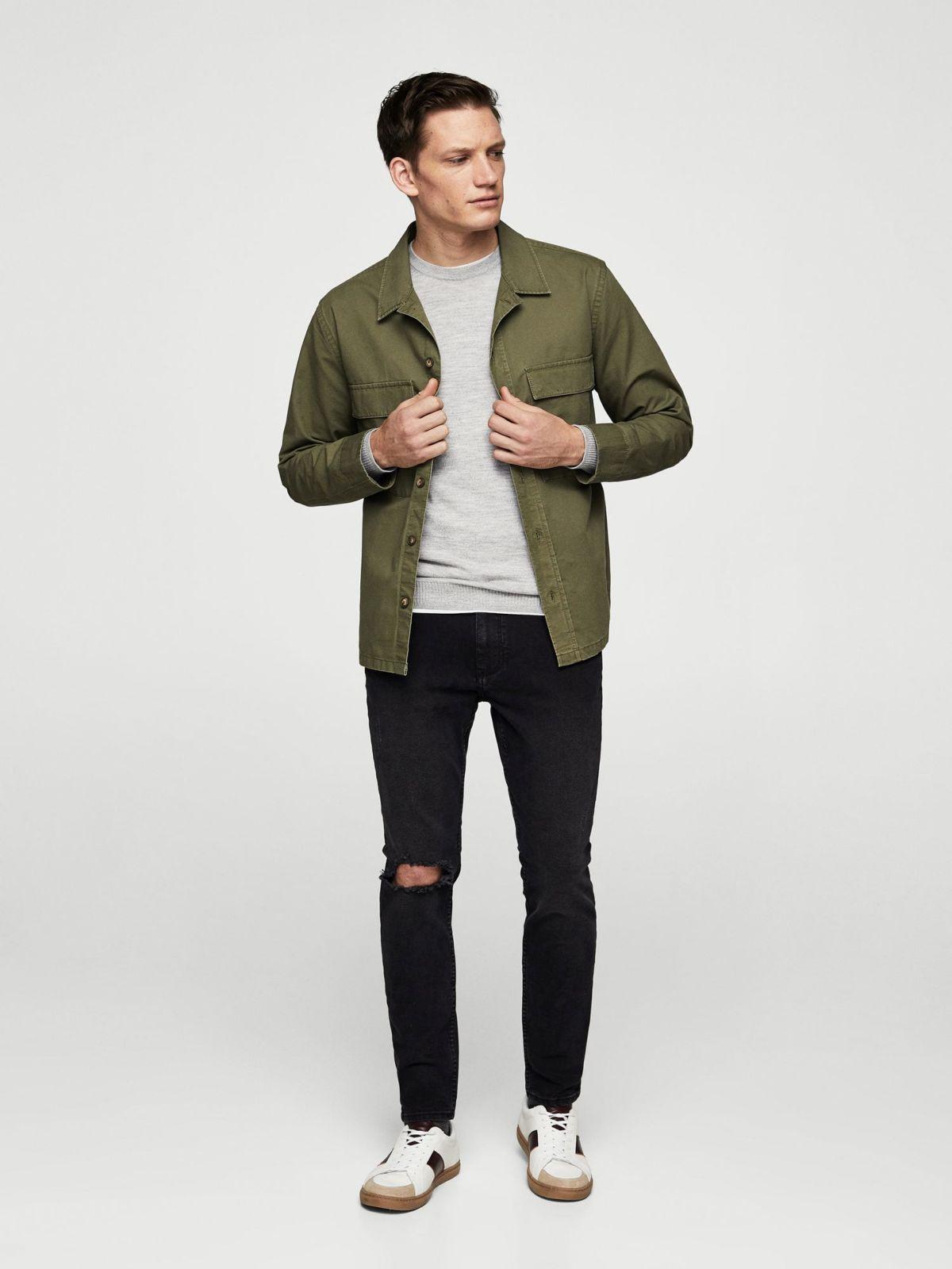 ג'ינס סקיני עם קרע בברךג'ינס סקיני עם קרע בברך של MANGO