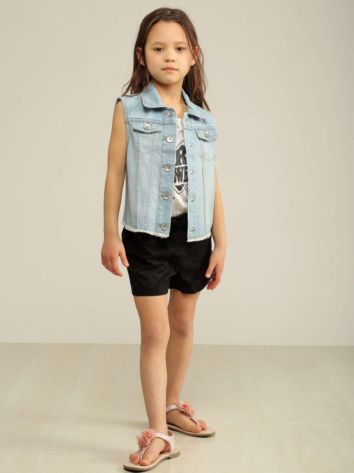 וסט ג'ינס עם הדפס בגבוסט ג'ינס עם הדפס בגב של THE CHILDREN'S PLACE