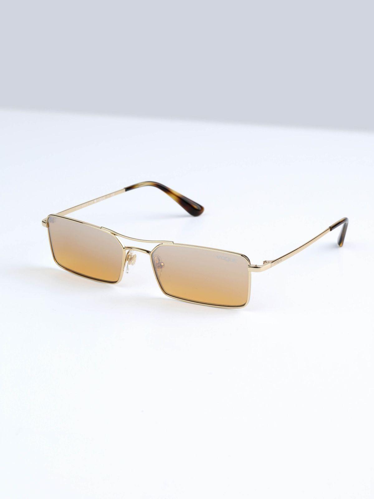 משקפי שמש מלבניים עם גשר Gigi Hadidמשקפי שמש מלבניים עם גשר Gigi Hadid של vogue eyewear