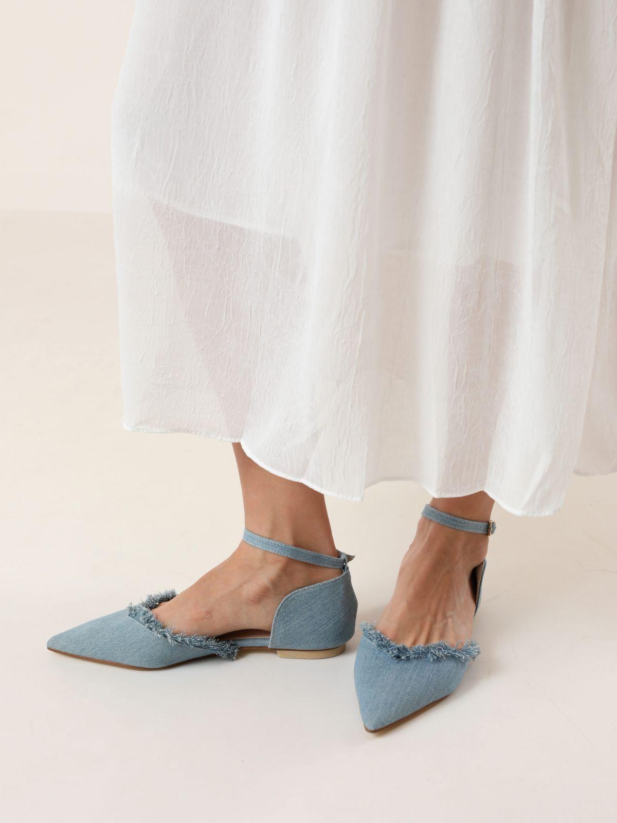 נעלי שפיץ ג'ינס עם סיומת פרומהנעלי שפיץ ג'ינס עם סיומת פרומה של TERMINAL X