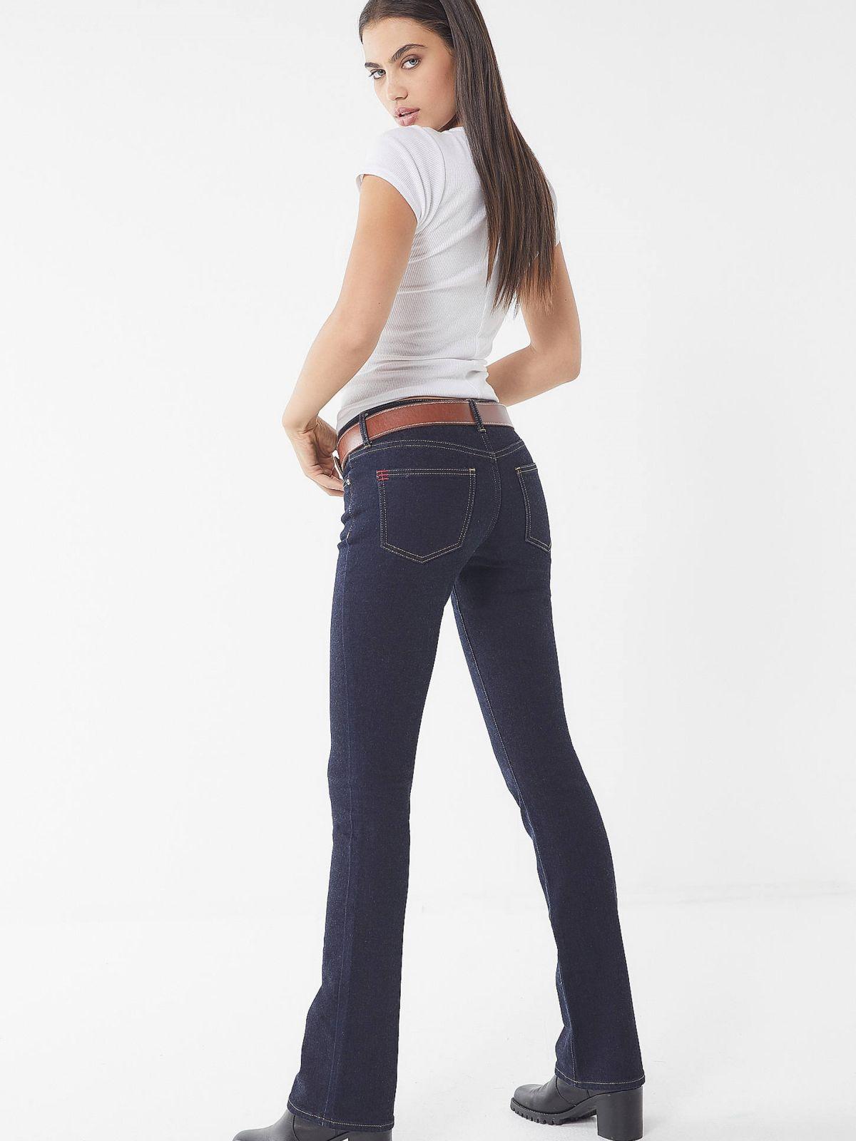 ג'ינס מתרחב בגזרה נמוכה BDGג'ינס מתרחב בגזרה נמוכה BDG של URBAN OUTFITTERS