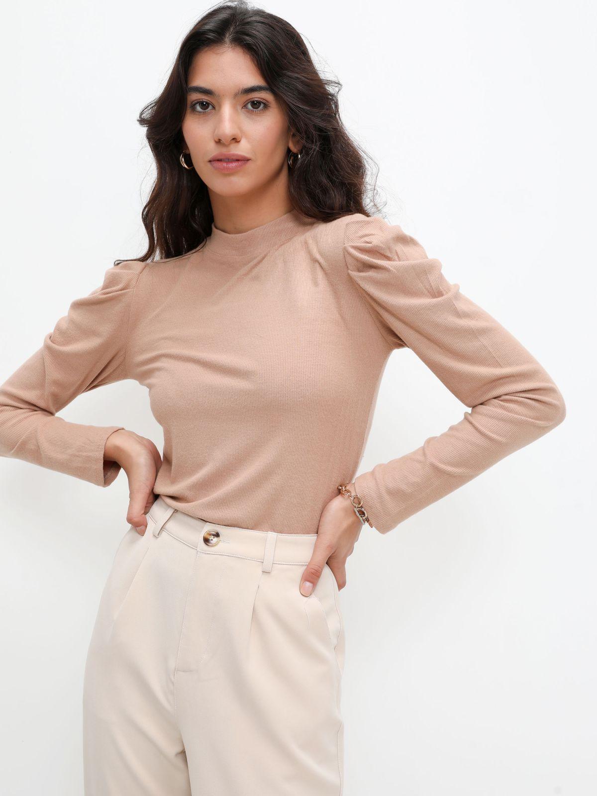 חולצת ריב חלקה עם כתפיים נפוחותחולצת ריב חלקה עם כתפיים נפוחות של TERMINAL X