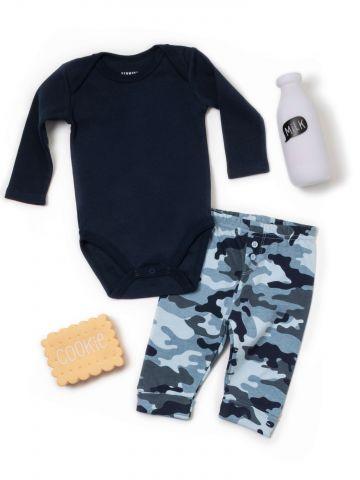 סט בגד גוף ומכנסיים בהדפס צבאי / בייבי בנים