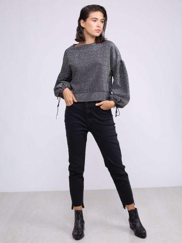 ג'ינס סקיני עם סיומת אסימטרית