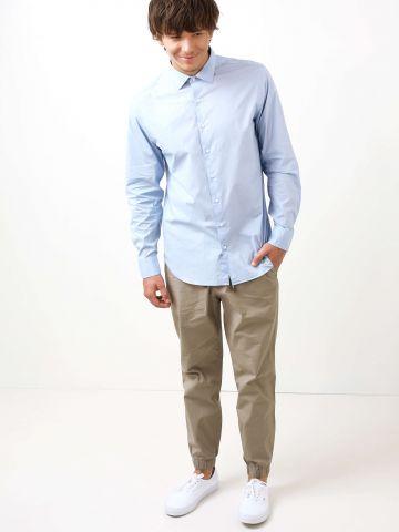 מכנסיים עם גומיות בסיומת