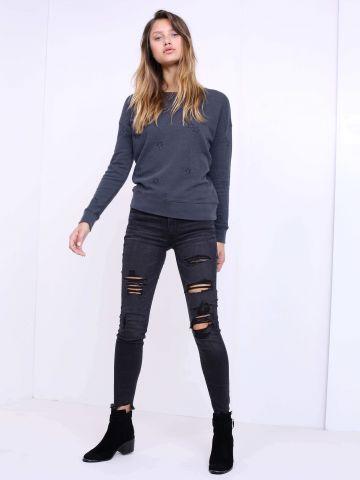 מכנסי ג'ינס קרעים