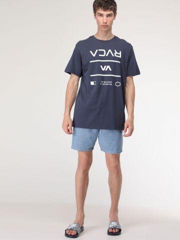 מכנסיים קצרים בהדפס פסים עם שרוך לוגו