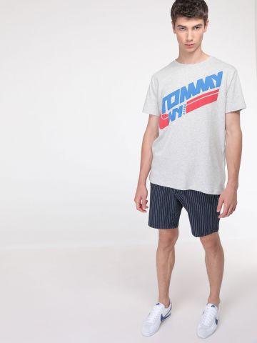 מכנסי צ'ינו קצרים בהדפס פסים