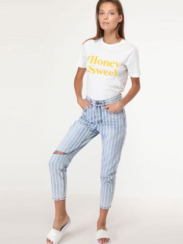 ג'ינס בשטיפה בהירה עם פסים