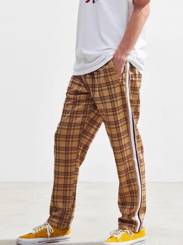 מכנסי טראק רחבים בהדפס משבצות UO