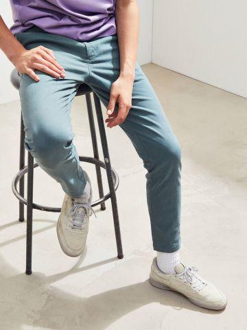 מכנסי צ'ינו מבד נמתח UO