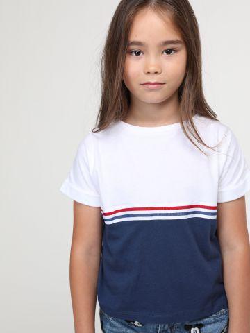 חולצת קולור בלוק בשילוב פסים