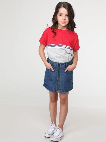 חצאית ג'ינס עם רוכסן בחזית