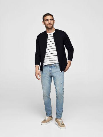 ג'ינס סקיני עם שפשופים