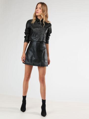 חצאית מיני דמוי עור עם כיסים