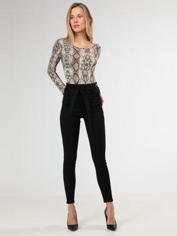 ג'ינס סקיני בגזרה גבוהה עם חגורת קשירה