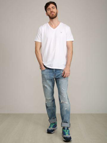 ג'ינס גזרה ישרה עם קרעים