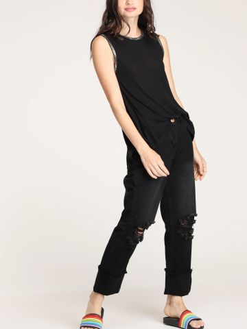 ג'ינס Mom עם קרעים